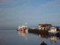 """Hiddenseeanleger im Hafen Schaprode – Reederei """"Weiße Flotte"""""""