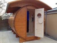 Im Garten freistehende finnische Sauna